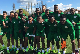 Super Eagles Take A Stroll Around Crowne Plaza Hotel, Off For Crucial Team Meeting With Rohr