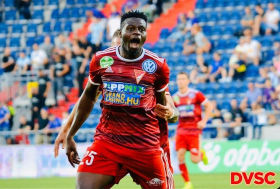 Super Eagles Striker Urges Osimhen To Snub Liverpool, Chelsea For Napoli; Sends Message To Rohr