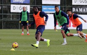 Chelsea Loanee Victor Moses Drops Big Hint He May Make Fenerbahce Debut On Monday