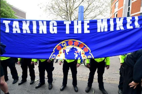 Photo : Chelsea fans refer to ex-midfielder Mikel during protest against European Super League