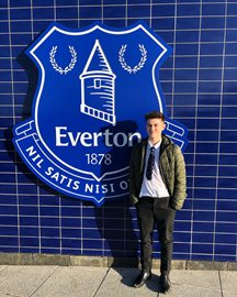 (Photo Confirmation) Everton Snap Up Manchester United Striker