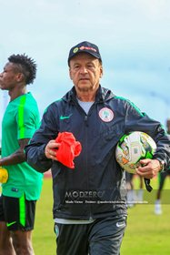 Amaju Pinnick Insists Rohr Must Bow To NFF Demands Before He's Offered New Contract