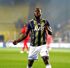 Chelsea Loanee Moses Scores And Assists For Fenerbahce With Cotton Wool In Left Ear