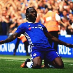 Victor Moses Impresses, Limps Off Injured As Chelsea Set Club Record Vs Man Utd