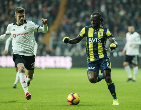 Chelsea Loanee Victor Moses Struggles In Istanbul Derby, Subbed Out At Half-Time